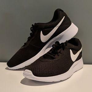 Nike Women's Black Tanjun Shoe
